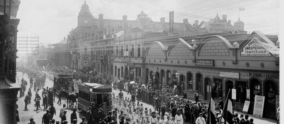 1897-pupils-coronation-procession,trams