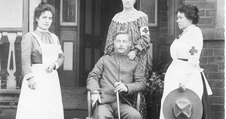 1900-Boer-War-amputee-with-nurses