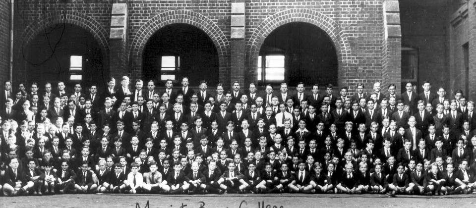 1932-pupils-whole-school-in-quad